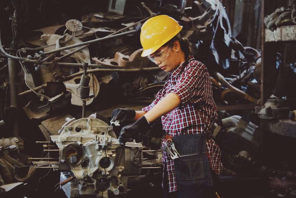 24 Hard Working Girl1
